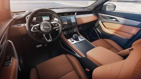Jaguar F-Pace: interior totalmente renovado e central multimídia de 11,4''.