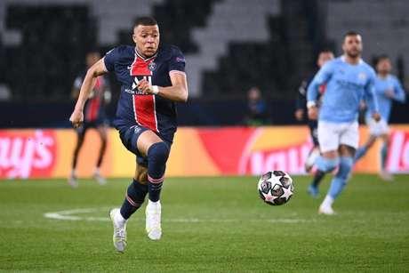 PSG insiste na manutenção de Mbappé (Foto: ANNE-CHRISTINE POUJOULAT / AFP)