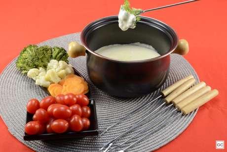 Guia da Cozinha - Falso fondue de queijo light: pronto em 30 minutos