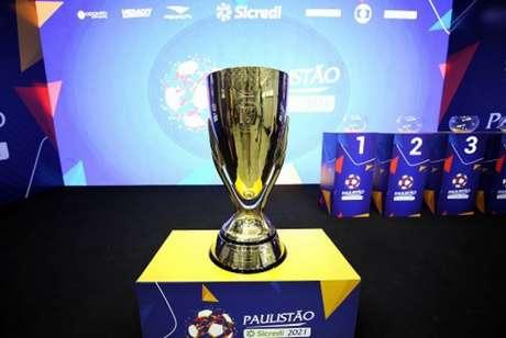 Troféu do estadual paulista em 2021 ficou com o São Paulo (Foto: Divulgação/FPF)