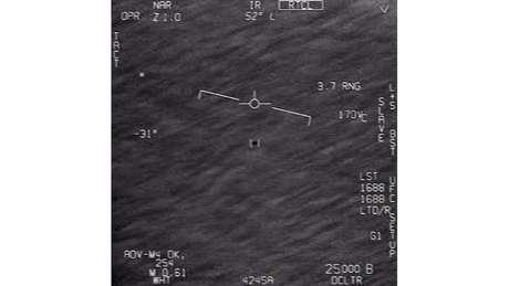 O Departamento de Defesa dos Estados Unidos reconheceu a veracidade de três vídeos em que pilotos ao se depararem com objetos não identificados