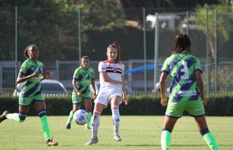 Natane sofreu lesão no joelho contra o Corinthians (Foto: Gabriela Montesano/saopaulofc.net)