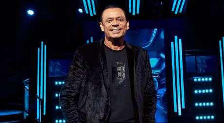 Frank Aguiar encara o desafio de decidir quem chegará à final do concurso de talentos musicais da TV Aparecida