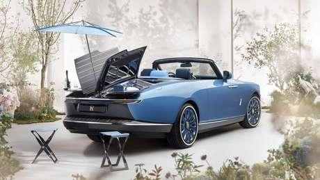 Rolls-Royce Boat Tail oferece bancos retráteis e guarda-sol para passeios ao ar livre.