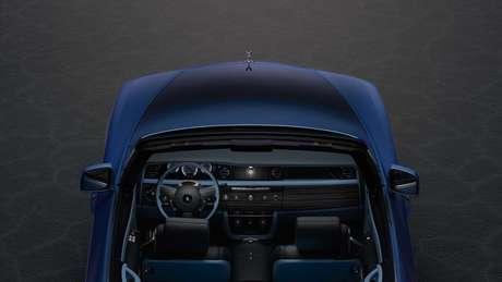 Interior do Rolls-Royce Boat Tail conta com acabamento de luxo na cor azul.