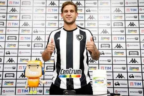 Rafael Moura com a camisa do Botafogo (Foto: Vítor Silva/Botafogo)