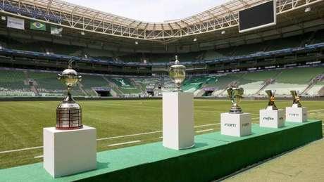 Exibição dos troféus do Verdão (Foto: Divulgação/Palmeiras)