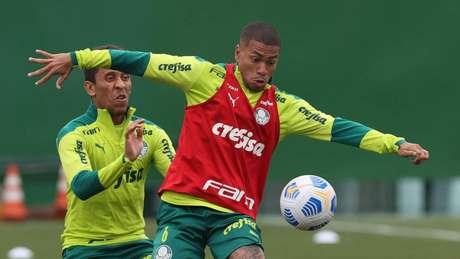 Marcos Rocha e Lucas Esteves durante treinamento no Verdão (Foto: Cesar Greco/Palmeiras)