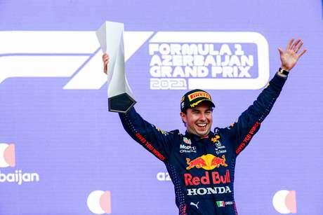 Sergio Pérez festeja sua segunda vitória na F1, a primeira com a Red Bull