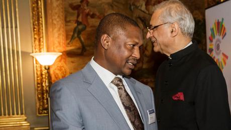À frente, o Ministro da Justiça e Procurador Geral da Nigéria, Abubakar Malami