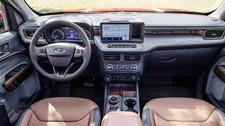 Interior conta com alguns elementos do SUV Bronco Sport.