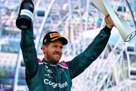 Sebastian Vettel conquistou o pódio e celebrou a maior adaptação à Aston Martin