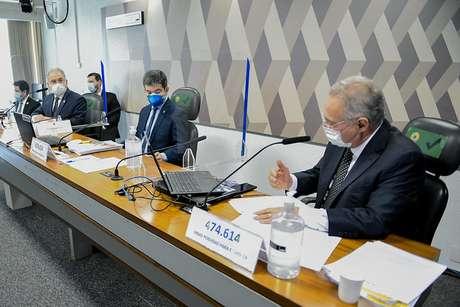 Direita para esquerda: relator Renan Calheiros, vice-presidente Randolfe Rodrigues e ministro de Estado da Saúde, Marcelo Queiroga