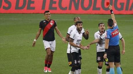 Fagner foi expulso no início do segundo tempo da derrota por 2 a 0 para o Dragão (Foto: Rodrigo Coca/Ag.Corinthians)