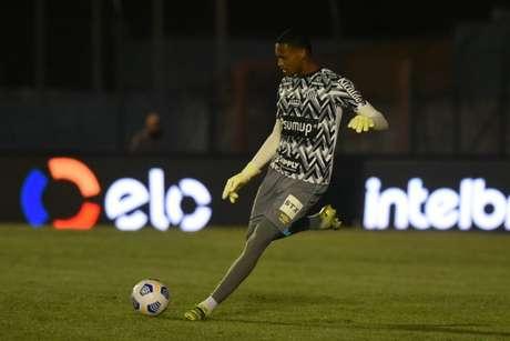 O goleiro John voltou ao time titular do Santos com Fernando Diniz (Foto: Ivan Storti/Santos FC)
