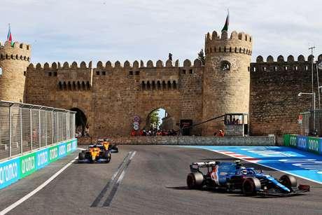 Esteban Ocon foi o primeiro a abandonar o GP do Azerbaijão após sofrer com perda de potência no motor