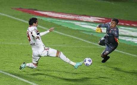 Pablo marcou três vezes na vitória por 9 a 1 (Foto: Paulo Pinto / saopaulofc.net)