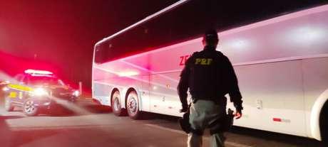 Policiais Rodoviários Federais prenderam o atleta do 12 Horas a caminho da partida desta quarta-feira (Divulgação / PRF)