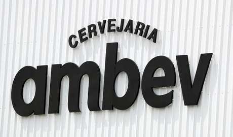 Logo da Ambev em Fortaleza, Brasil  10/01/2019 REUTERS/Paulo Whitaker