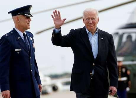 Presidente dos EUA, Joe Biden, embarca em avião na base aérea de Andrews, em Maryland 09/06/2021 REUTERS/Kevin Lamarque