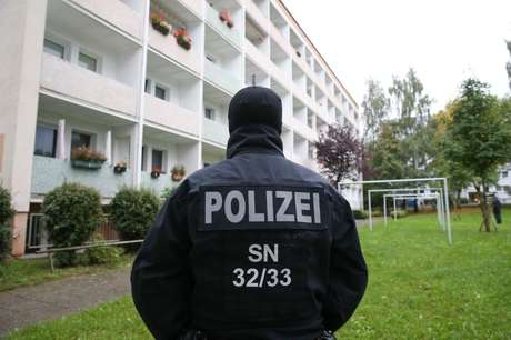 Policial da SEK fotografado em Chemnitz, Alemanha  08/10/2016 REUTERS/Fabrizio Bensch