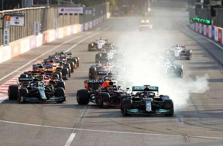 Erro de Hamilton na relargada marcou jornada da Mercedes no Azerbaijão