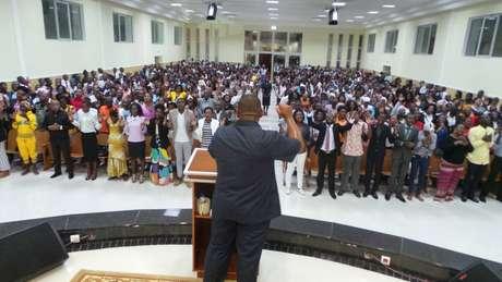 Igreja Universal do Reino de Deus iniciou suas operações em Angola em 1992 e tem mais de 300 templos no país