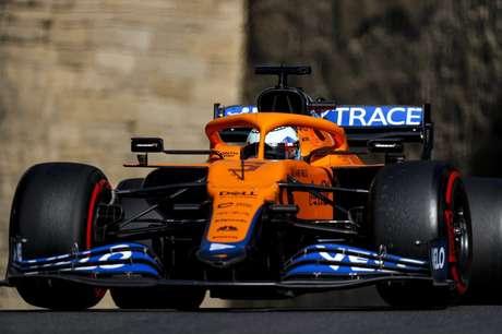 Daniel Ricciardo teve uma classificação para esquecer nas ruas de Baku. Ainda no Q2, bateu protagonizando bandeira vermelha na sessão