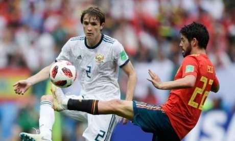 Mário Fernandes em campo pela Rússia na Copa de 2018 (Foto: AFP)