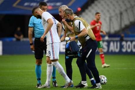 Benzema saiu de campo machucado na última terça-feira (FRANCK FIFE / AFP)