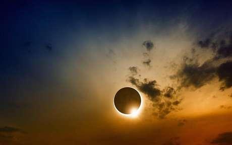 Dia 10 de junho pela manhã, com auge por volta das 8h, teremos o segundo Eclipse do ano, um Eclipse Solar em Gêmeos. -