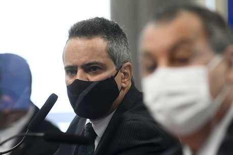 Em destaque, ex-secretário-executivo do Ministério da Saúde, coronel Antônio Elcio Franco Filho