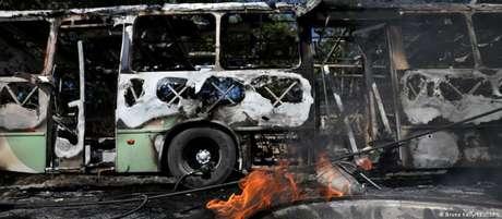 Atos de violência ocorreram após morte de integrante do Comando Vermelho pela polícia