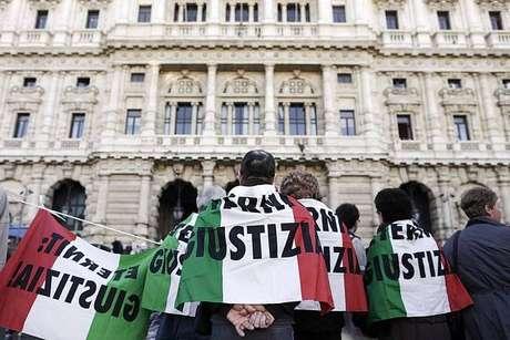Foto de arquivo mostra protesto em Roma contra Eternit por mortes na fábrica de Casale Monferrato