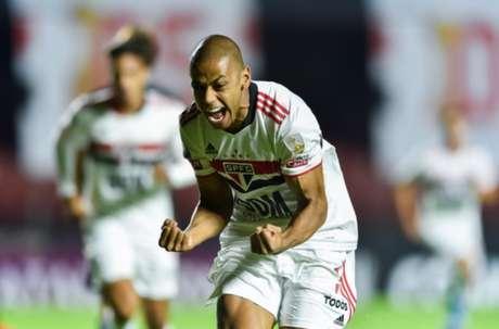 Bruno Alves vem correspondendo na defesa titular do São Paulo (Foto: STAFF Conmebol)