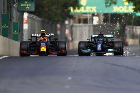Lewis Hamilton não conseguiu superar Sergio Pérez nas ruas da Baku