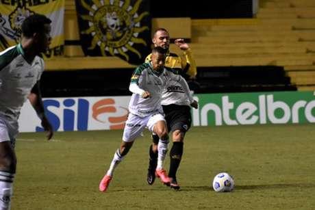 O time mineiro teve muitas dificuldades contra o Criciúma, que foi rebaixado no Campeonato Catarinense, sendo eliminado antes das oitavas de final-(Estevão Germano/América-MG)