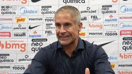 Sylvinho disse que já está trabalhando na correção desse quesito (Foto: Reprodução/Corinthians TV)