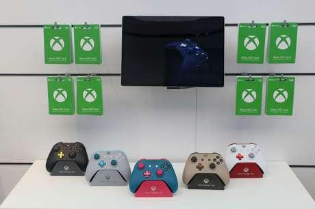 Controles do console Xbox em loja da Microsoft em Londres, Inglaterra  09/07/2019 REUTERS/Simon Dawson
