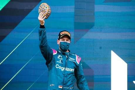 Apesar do pódio, Sebastian Vettel quer investigação da Pirelli sobre os pneus