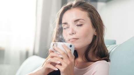 Chá de alface bomba nas redes sociais