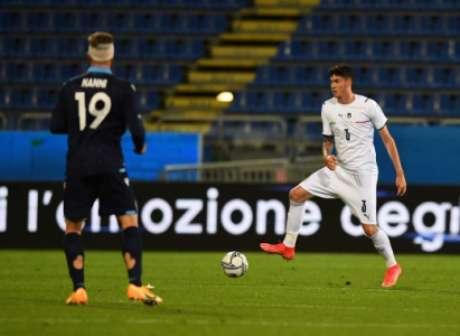 Bastoni vai disputar vaga no time titular da Itália (Foto: Divulgação / Site oficial da Federação Italiana de Futebol)