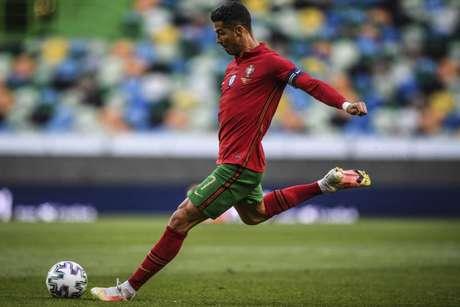 Cristiano Ronaldo tem 104 gols marcados pela seleção portuguesa (Foto: PATRICIA DE MELO MOREIRA / AFP)