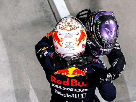Max Verstappen disse que beberia uma cerveja com Lewis Hamilton