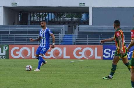 Zagueiro fez 21 partidas desde que chegou em Maceió (Augusto Oliveira/CSA)