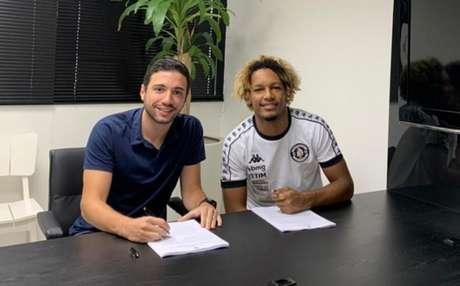 O novo contrato de MT com o Vasco foi assinado no dia 18 do mês passado (Foto: Raiana Monteiro/Vasco.com.br)