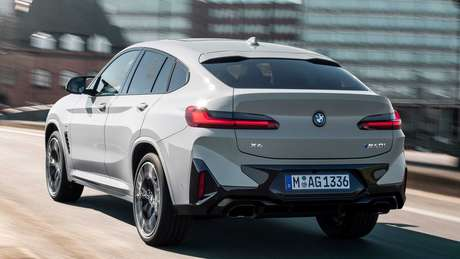 Novo BMW X4 ganhou novo para-choque traseiro.
