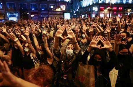 Manifestantes protestam em Madri contra violência dirigida a mulheres e em memória a meninas desaparecidas 11/06/2021 REUTERS/Sergio Perez
