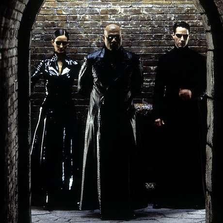 'Matrix' é uma das várias obras de ficção que lançam dúvidas sobre a realidade. Sua premissa é que toda a raça humana foi colocada em cubas gigantes e alimentada com uma realidade virtual pelas mãos de uma inteligência artificial maligna