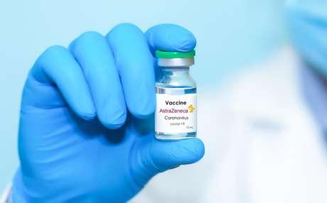 Dor no corpo, mal-estar, febre e calafrios são algumas das reações dessa vacina